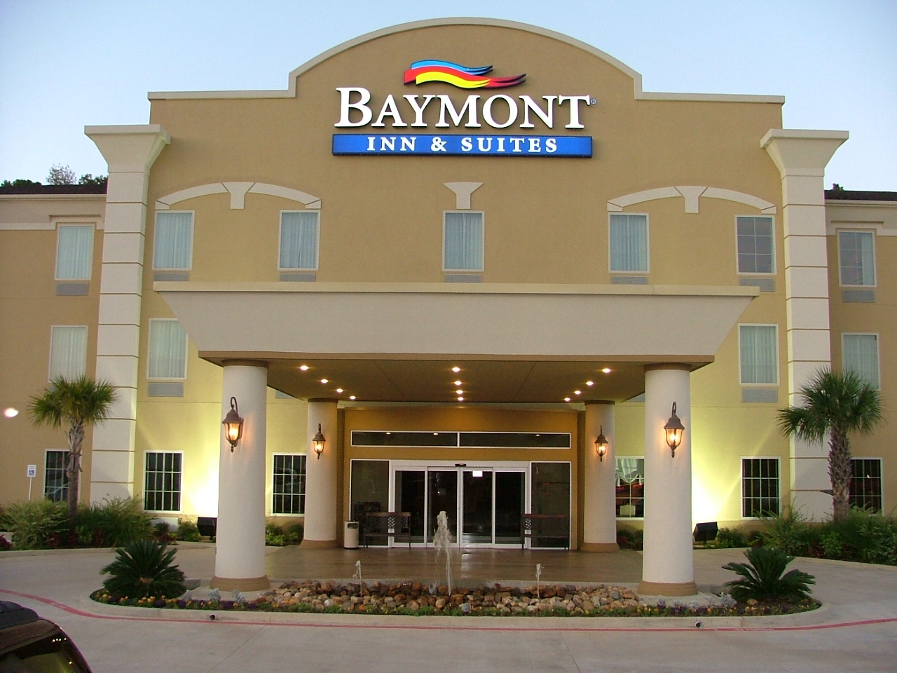 Baymont Night Exterior.jpg